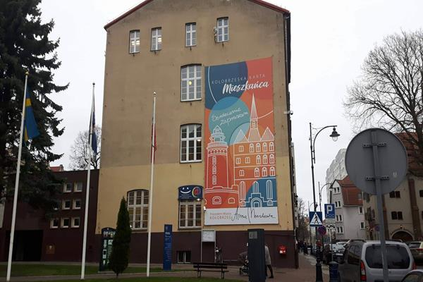 Baner ma zniknąć z budynku Miasta Kołobrzeg