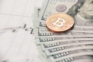 Czy warto zainwestować w Bitcoina? Jakie są zalety takiego tradingu?