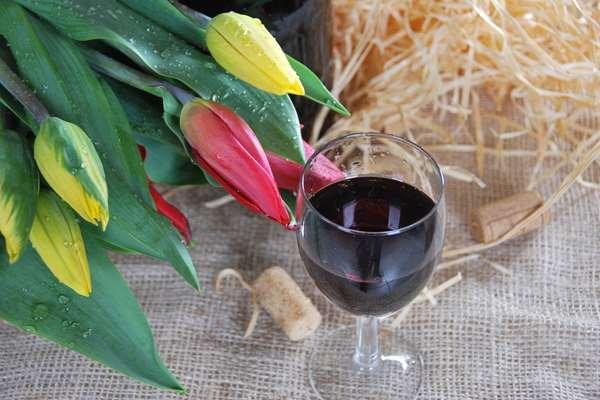 Dlaczego warto pić wino czerwone?
