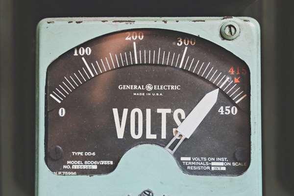 Wypożyczalnia agregatów prądotwórczych – czyli jak sobie zapewnić stały dostęp do energii